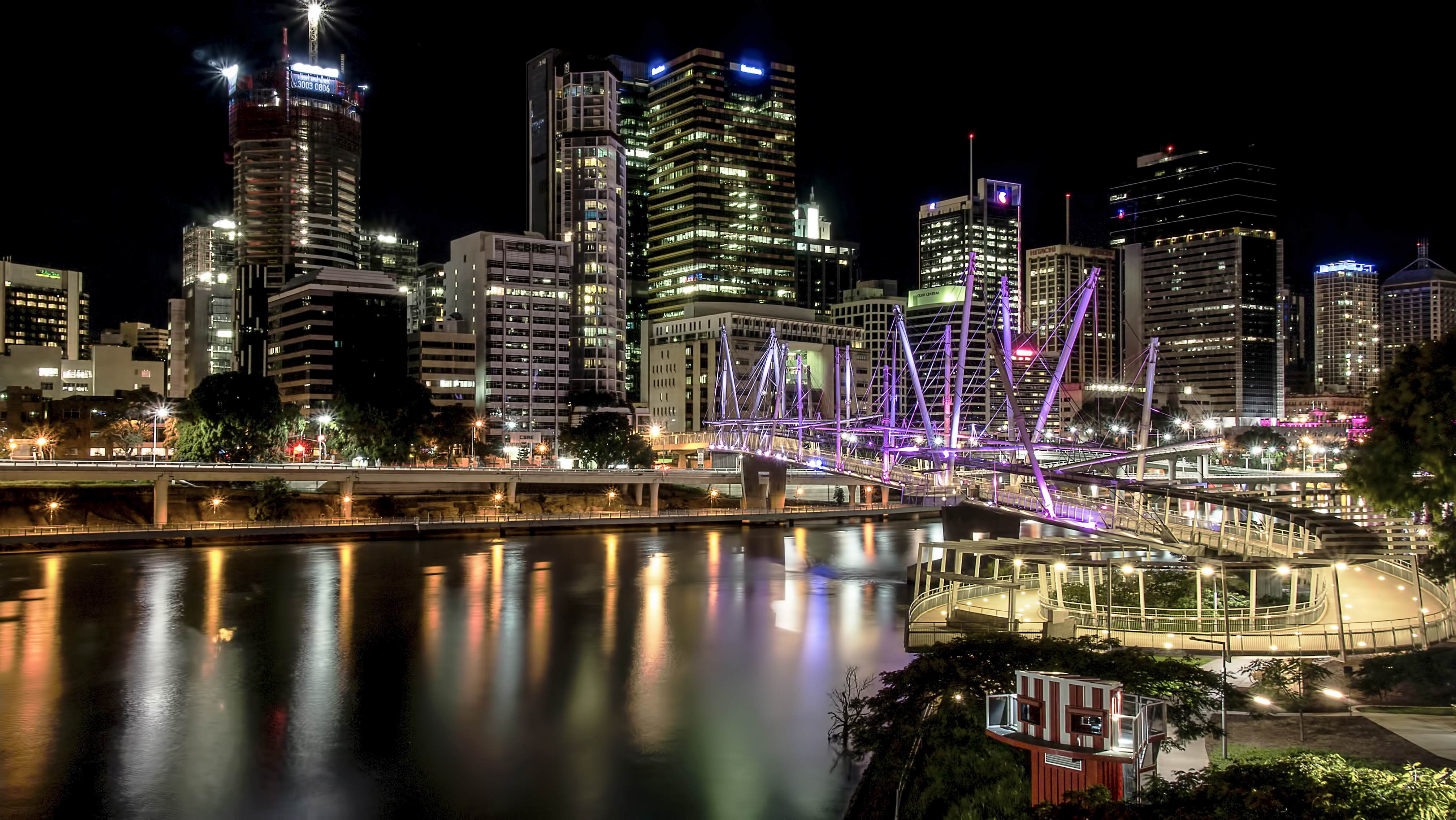 Brisbane Kurilpa Bridge at night
