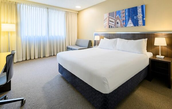 travelodge-hotel-perth-guest-room-king-queen-01-2019 - 800x500